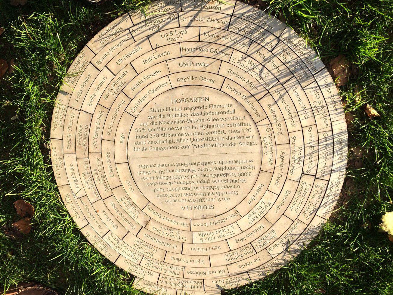 Steinplakette im Hofgarten